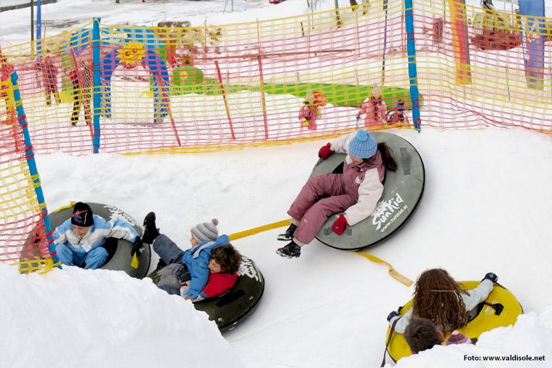 Kinderland mit Snowtubingbahn