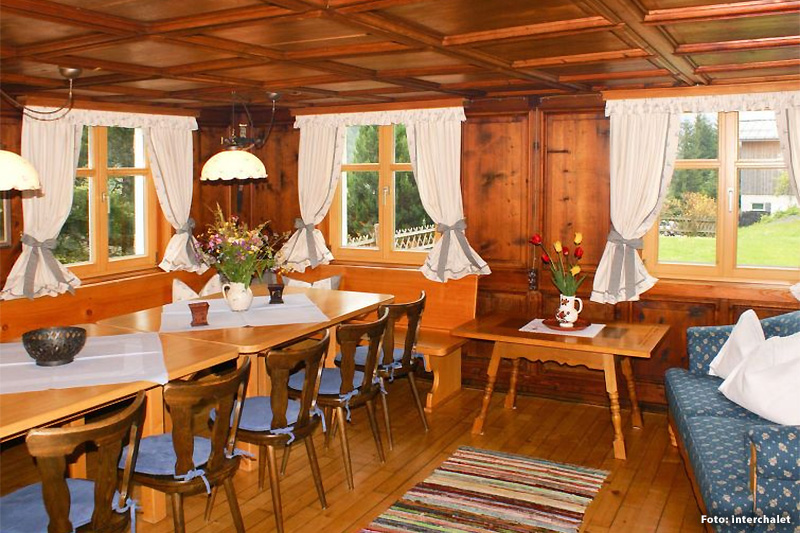 Inter-Chalet-Oesterreich-Ferienhaus-Fitsch-Montafon-Wohnraum