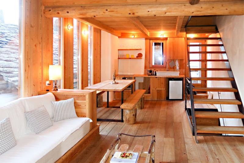Komfortabler Wohnraum im 3-Sterne Ferienhaus Cà d'Alberto im Engadin