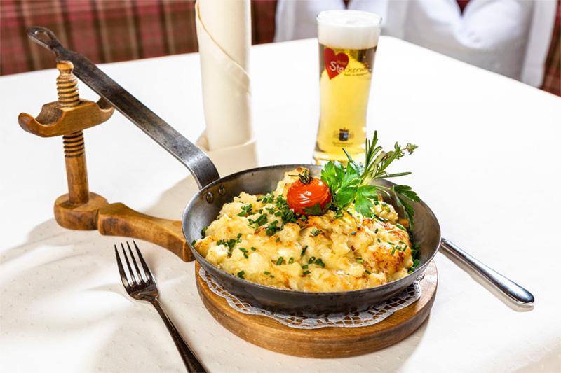Typische Tiroler Gerichte und internationale Küche