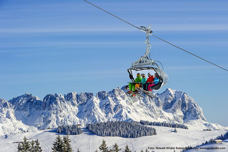 Skifahren mit Blick auf den Wilden Kaiser