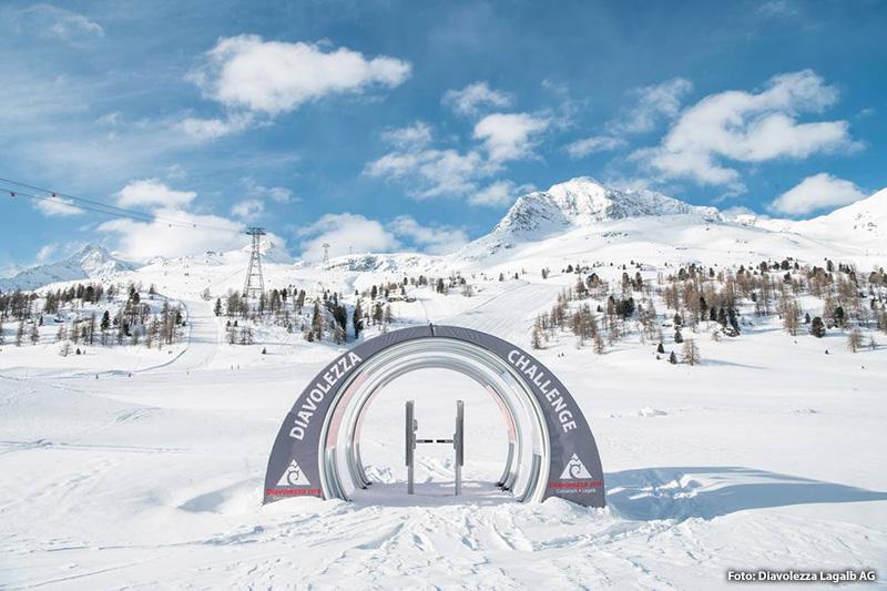 Die für Skitourengeher permanent eingerichtete Route führt über rund 890 Höhenmeter von der Talstation Diavolezza neben und abseits der Piste hoch bis zur Bergstation