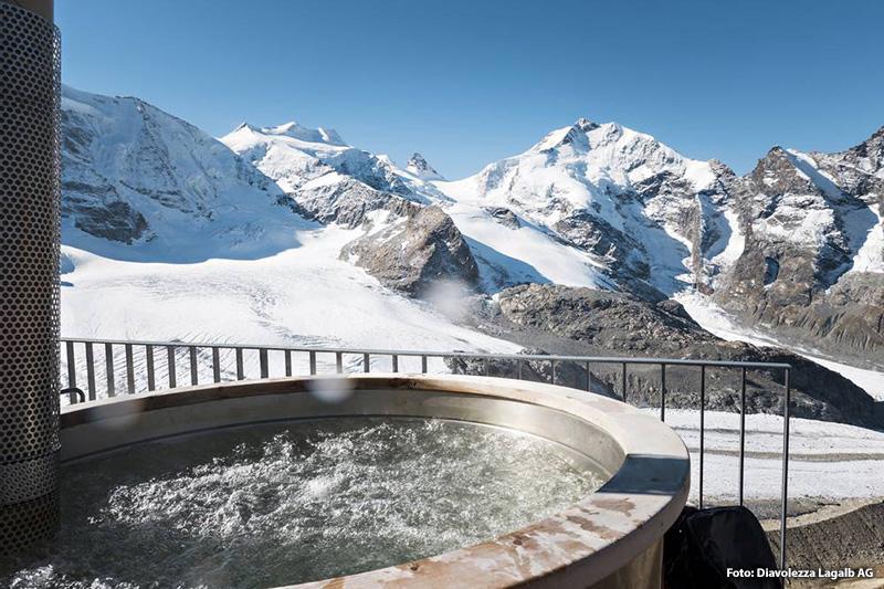 Jacuzzi (41 Grad) auf 3000 Metern über dem Meer - Blick auf das Berninamassiv und den Piz Palü
