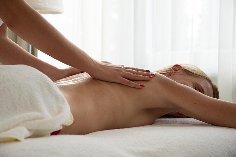 Mehrere Behandlungsräume für Massagen und Kosmetikanwendungen