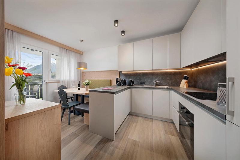 Küche mit Essensbereich
