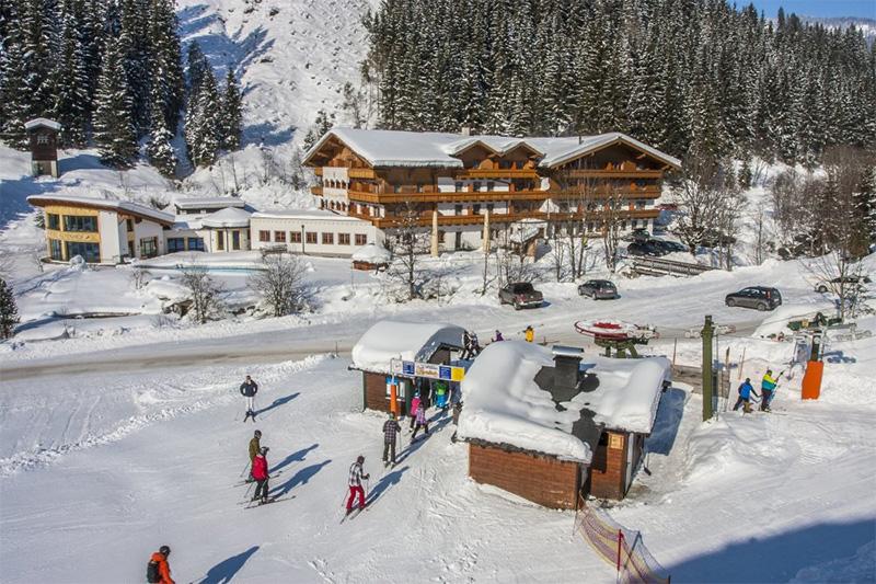 Einstieg ins Skigebiet direkt neben dem Alpenhof