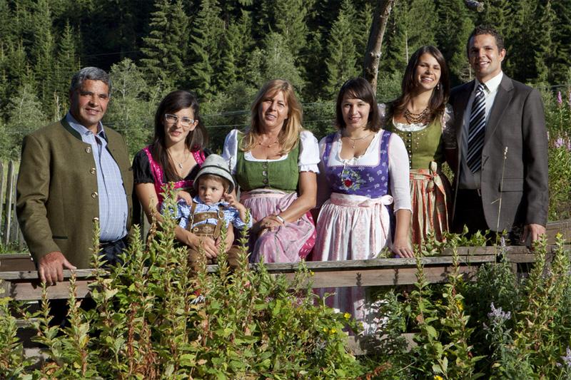 AlphotelTyrol | Mons Silva Chalets - Gastgeber - Familie-Eisendle