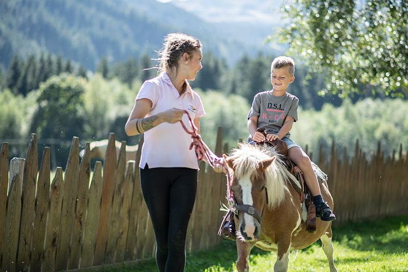 AlphotelTyrol-Ponyreiten