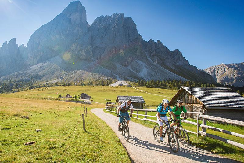 AlphotelTyrol | Mons Silva Chalets - Radtour