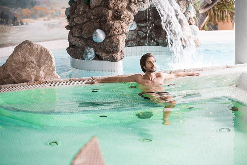 Erlebnis-Felsenbad mit Whirlpool