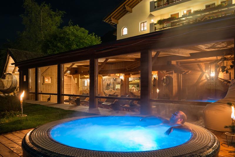 AlphotelTyrol   Mons Silva Chalets - Hotel Whirlpool