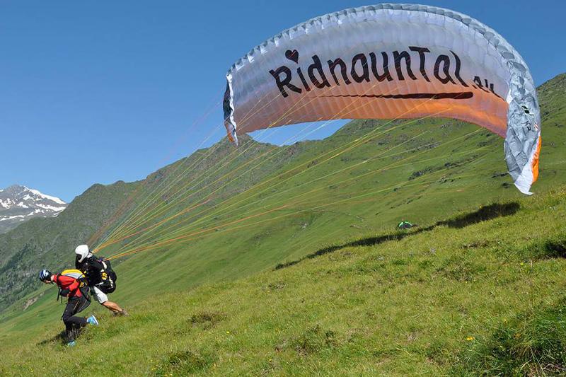 AlphotelTyrol   Mons Silva Chalets - Paragliding