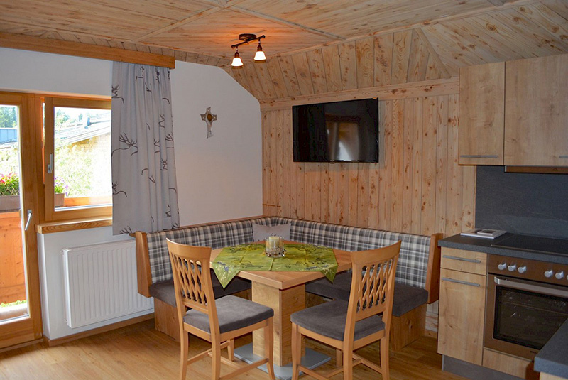 ... und 3 liebevoll eingerichtete Ferienwohnungen im Haus Sunnegg, die man auch als Selbstverpfleger mieten kann