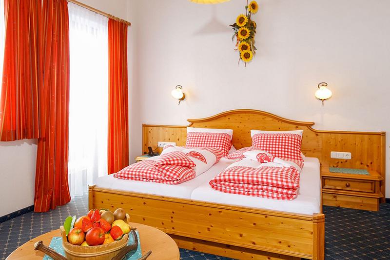 Das Hotel Edelweiss in Hochfilzen bietet Euch 29 Doppelzimmer und 6 Familienzimmer