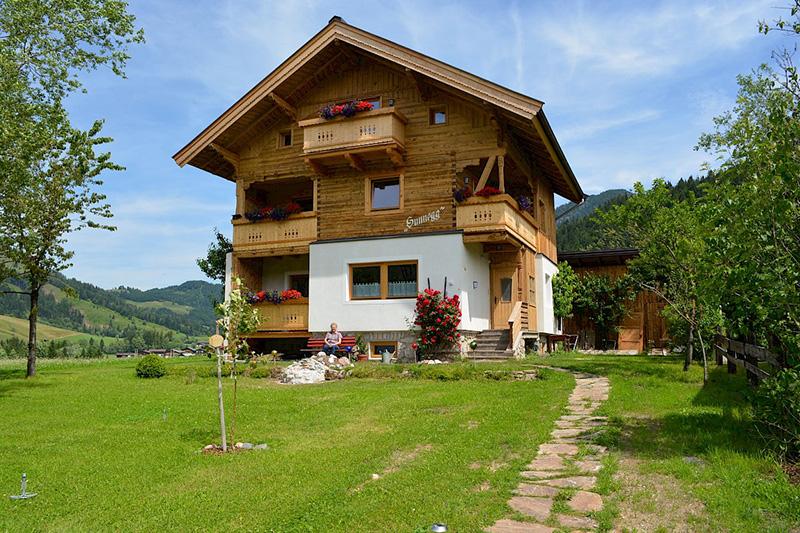Das Appartement-Haus Sunnegg vom Hotel Edelweiss in Hochfilzen