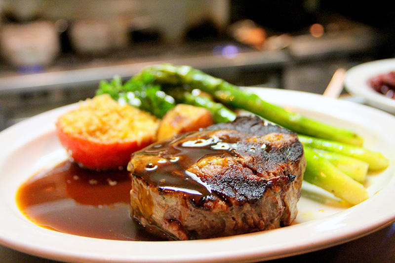 Hoteleigenes Steakhouse & Restaurant - Produkte sind aus der Region und bieten somit höchste Qualität