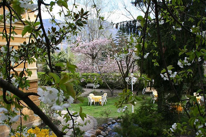 Herrliche und weitläufige Gartenlandschaft
