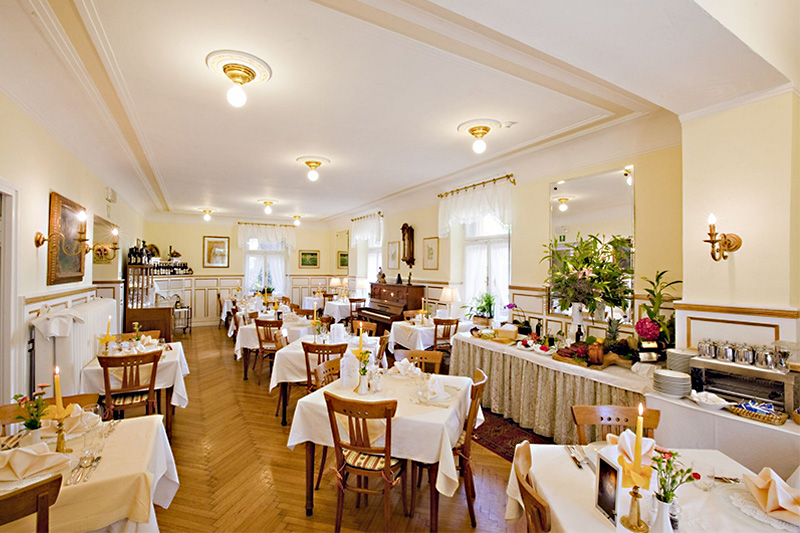 Genieße Spezialitäten der Südtiroler Küche, sowie italienische und internationale Gerichte