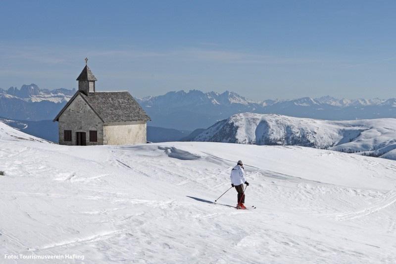 Die Schwierigkeitsgrade der Pisten reichen von leicht bis schwer. Erste Schritte und neue Trick erlernen Sie in der Skischule vor Ort, den Kleinen wird das Skifahren im Kinderpark spielend beigebracht.