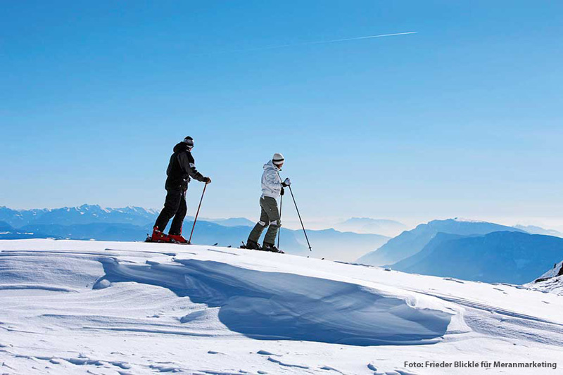 Die sonnige Lage auf einem Hochplateau über Meran sowie insgesamt 40 km Piste versprechen im Skigebiet Meran 2000 Skispaß pur und an den hochmodernen Aufstiegsanlagen gibt es so gut wie keine Wartezeiten