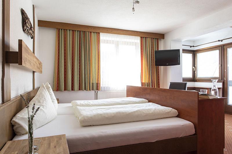Zimmerkategorien: Doppelzimmer (16 - 20 m²), Studios (25 - 30 m²) und Familienzimmer (28 - 40 m²)