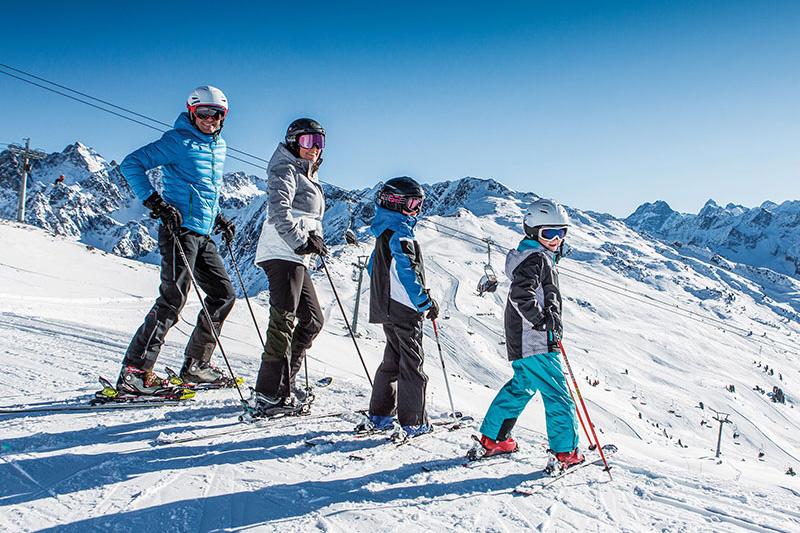 Skigebiet Hochzeiger - Kinder u. 10 Jahren fahren in den Pitztaler Skigebieten kostenlos Ski mit dem Bambini Freipass