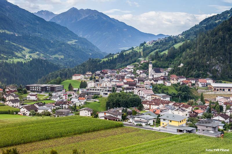 Inmitten der Naturschönheit: Arzl in Tirol befindert sich am Eingang des Pitztals