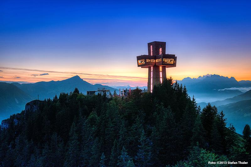 Das Jakobskreuz auf der Buchensteinwand ist das größte begehbare Gipfelkreuz der Welt - vom Hotel Edelweiss aus kann man es sehen!