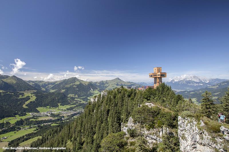 Die Buchensteinwand mit ihrem Wahrzeichen - dem Jakobskreuz - ist ein ganz besonderer Berg mit besten Aussichten auf die Leoganger Steinberge und die Kitzbüheler Alpen