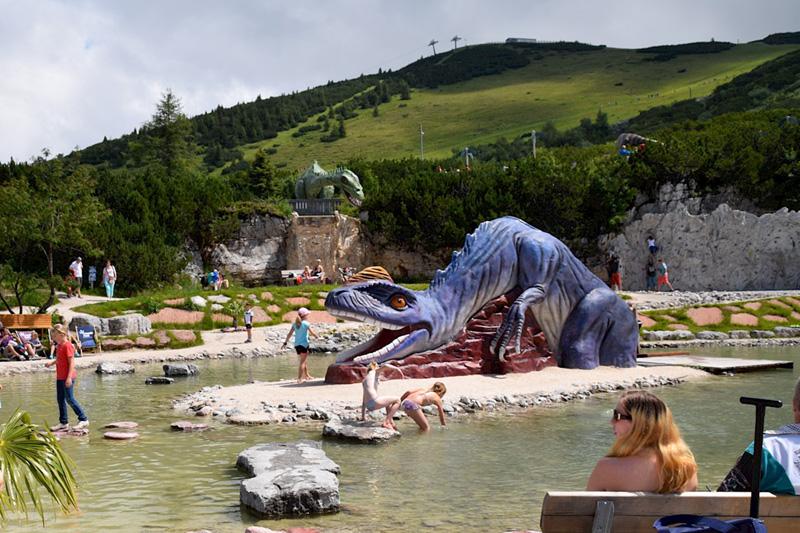 Im Urzeit-Erlebnispark Triassic Park auf der Steinplatte erfahrt Ihr spielerisch Wissenswertes zu Erdgeschichte, Dinosauriern und Ammoniten...