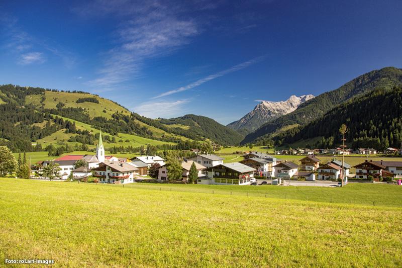 Auf 1.000 m Seehöhe ist man den sonnigen Gipfeln der Kitzbüheler Alpen noch ein Stück näher