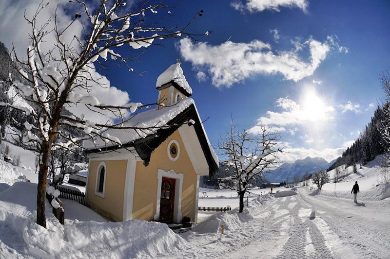 Das Wandern ist besonders reizvoll, wenn es bei Sonnenschein durch die idyllische Winterlandschaft im Pillerseetal geht