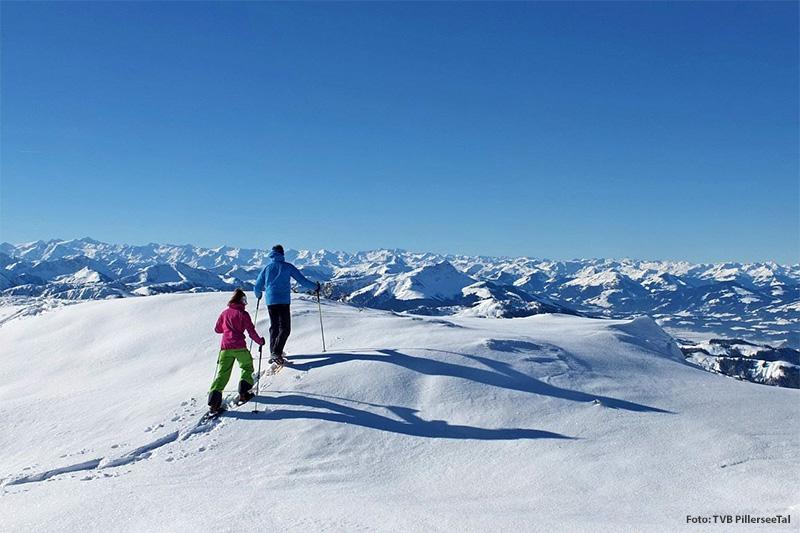 Das Winterwandern und Schneeschuhwandern wird auch bei den vielen Urlaubsgästen im PillerseeTal in Tirol immer beliebter