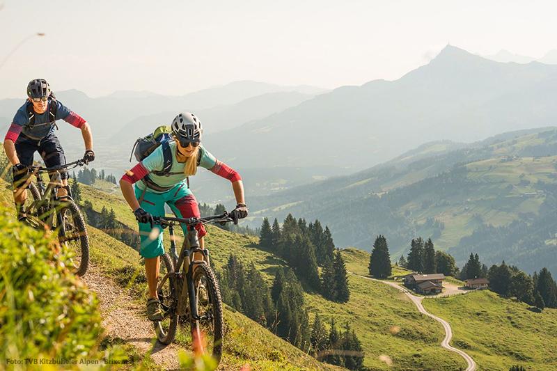 Die für Outdoorsport prädestinierte Ferienregion Pillerseetal genießt zurecht den Ruf eines Geheimtipps. Und das Hotel Edelweiss in Hochfilzen ist die richtige Basis für den Radurlaub in Tirol. Mehr als 400 km Rad- und Mountainbike-Routen starten hier beim Hotel