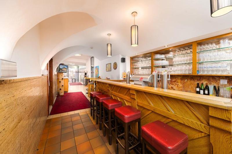 Barbereich - Insgesamt ist das 300 Jahre alte Hotel modern mit Tradition und Gemütlichkeit eingerichtet