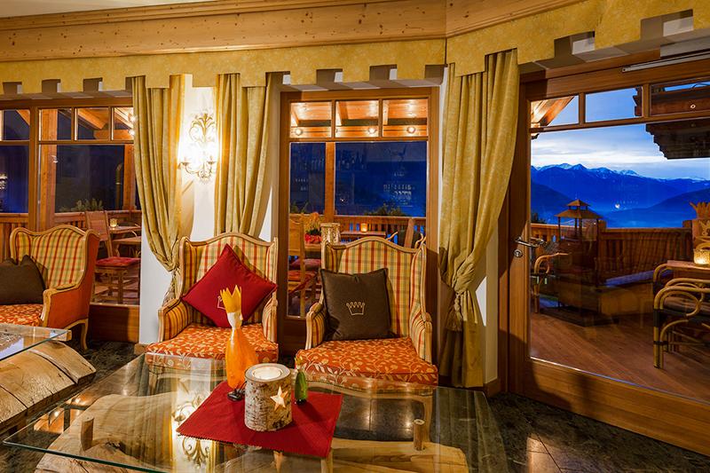 Lounge mit Panoramablick im Hotel Bergschlössl in Lüsen