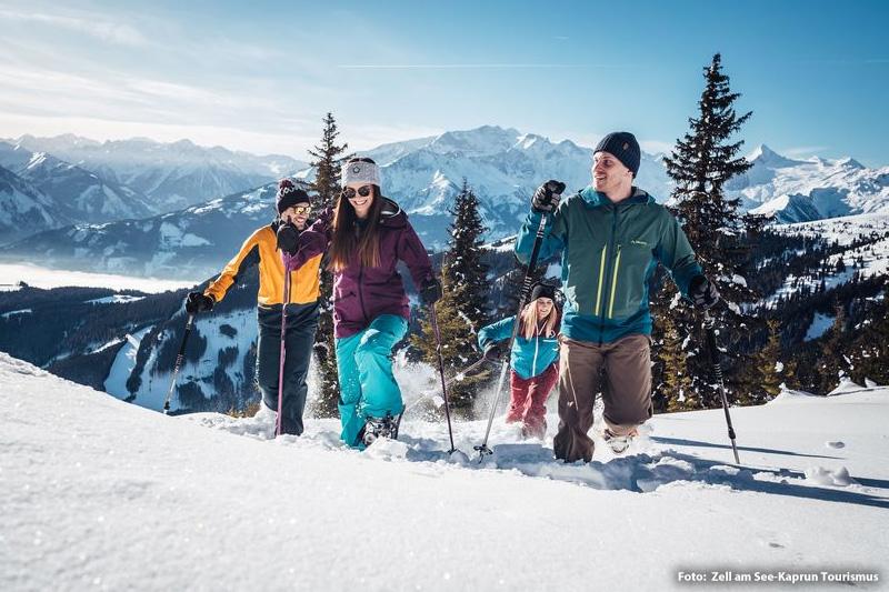 Winter- oder Schneeschuhwandern zwischen Gletscher, Berg und See