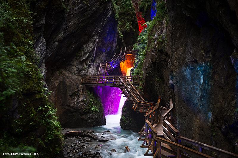 Sigmund Thun Klamm verzaubert mit farbenfrohem Licht und tosendem Wasser