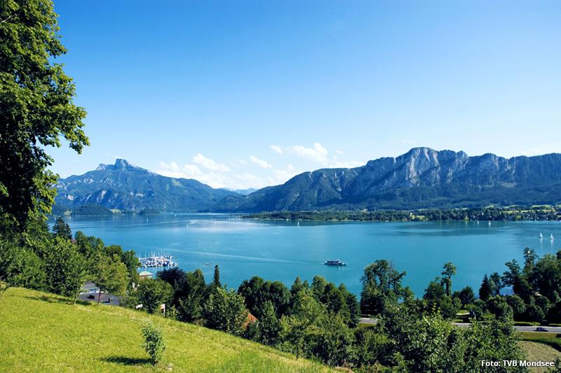 Der Mondsee ist gemeinsam mit dem Irrsee der wärmste See im Salzkammergut und bietet sowohl Badespaß als auch Erholung. Von Eugendorf sind es nur 15 Minuten zum Mondsee.