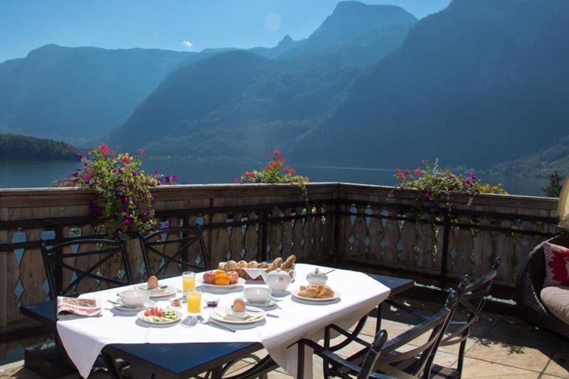 Frühstücken in der Sommer-Terrasse mit einem Ausblick den man nie vergisst!
