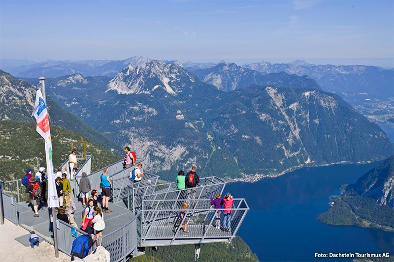 Aussichtsplattform 5fingers mit Blick auf den Dachstein-Gletscher