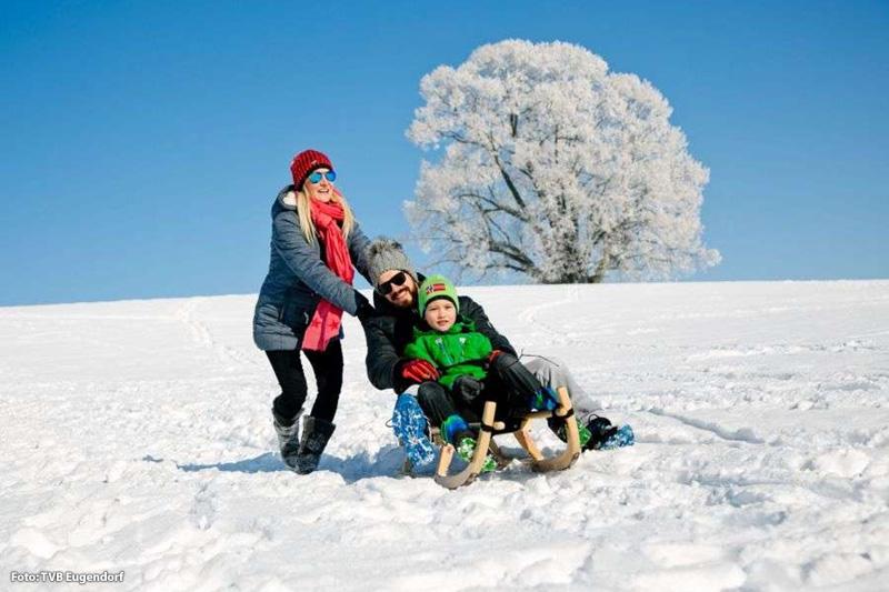 Was wäre denn ein Winterurlaub ohne Rodeln? Rodelspaß in Eugendorf ist angesagt!