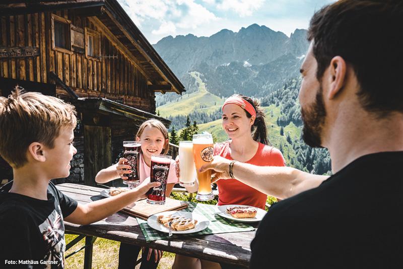 Eine Pause mit Wanderjause im Kaisergebirge hat jeder verdient