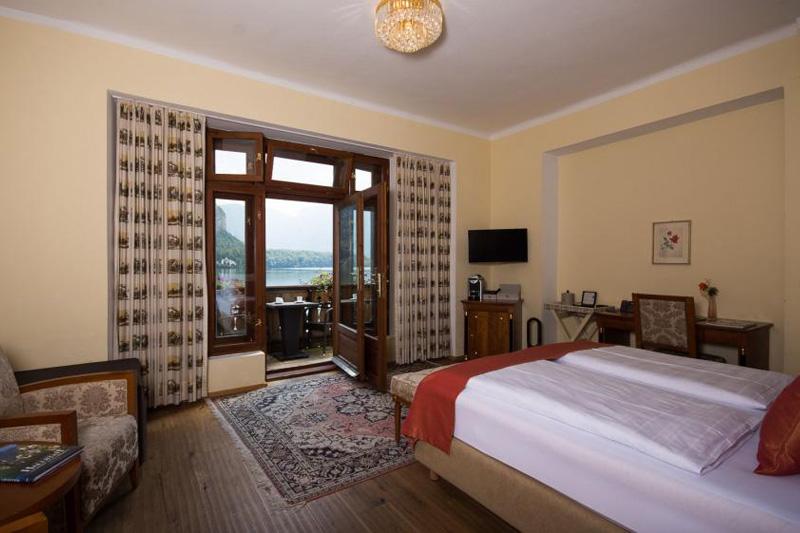 Doppelzimmer mit Balkon zum See