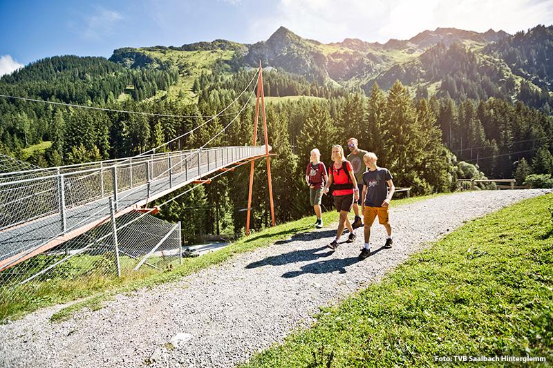 Höchstgelegene Wipfelwanderweg Europas der Baumzipfelweg - 200 m lange Golden Gate Brücke der Alpen