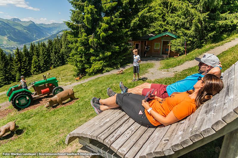 Montelinos Erlebnisweg in Saalbach - Perfekt für eine Familienwanderung