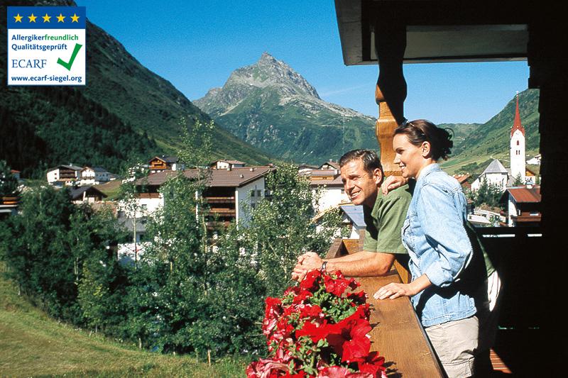 Die Doppelzimmer mit Südbalkon bieten eine sagenhafte Aussicht auf die Berge des Paznaun