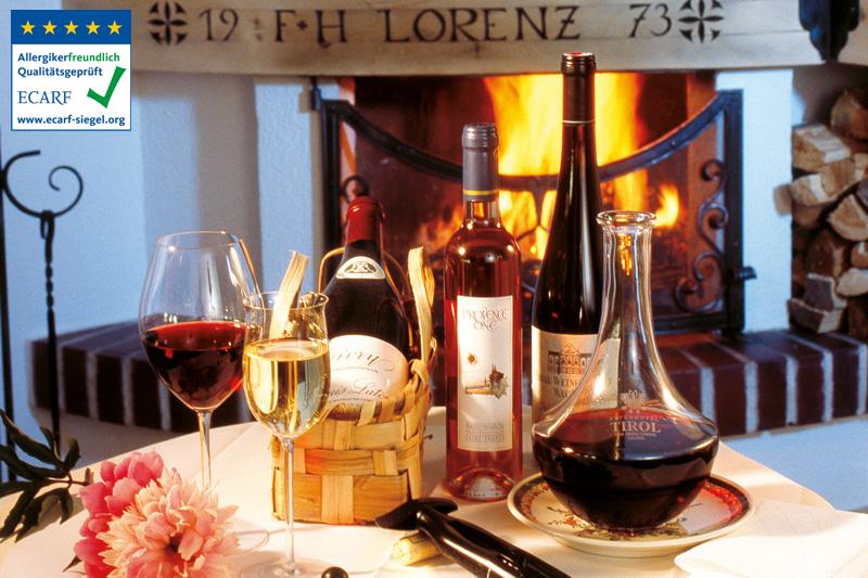 Gastgeber und Diplom-Sommelier Peter Lorenz kredenzt zu jedem Gericht den passenden Wein