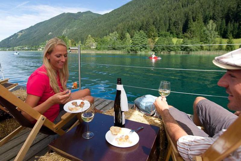 Tipp: Verkoste auf einer Fahrt mit dem Genussfloß den berühmten Weissensee-Fisch