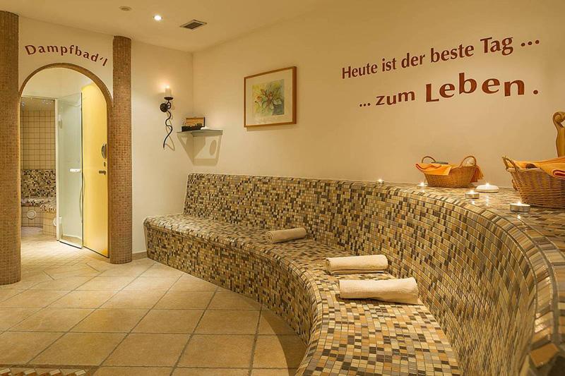 Entspanne im  Saunabereich und gönne Dir eine Massage